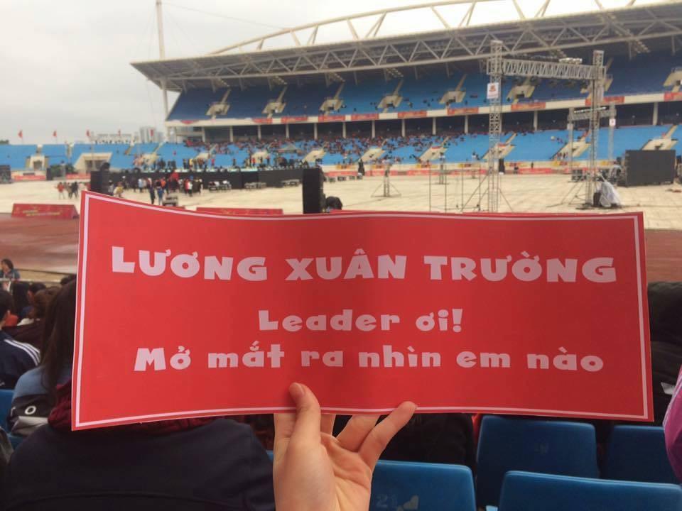 Cười vỡ bụng với nghìn lẻ một khẩu hiệu cổ vũ U23 Việt Nam cực ấn tượng của cổ động viên cả nước - Ảnh 6.