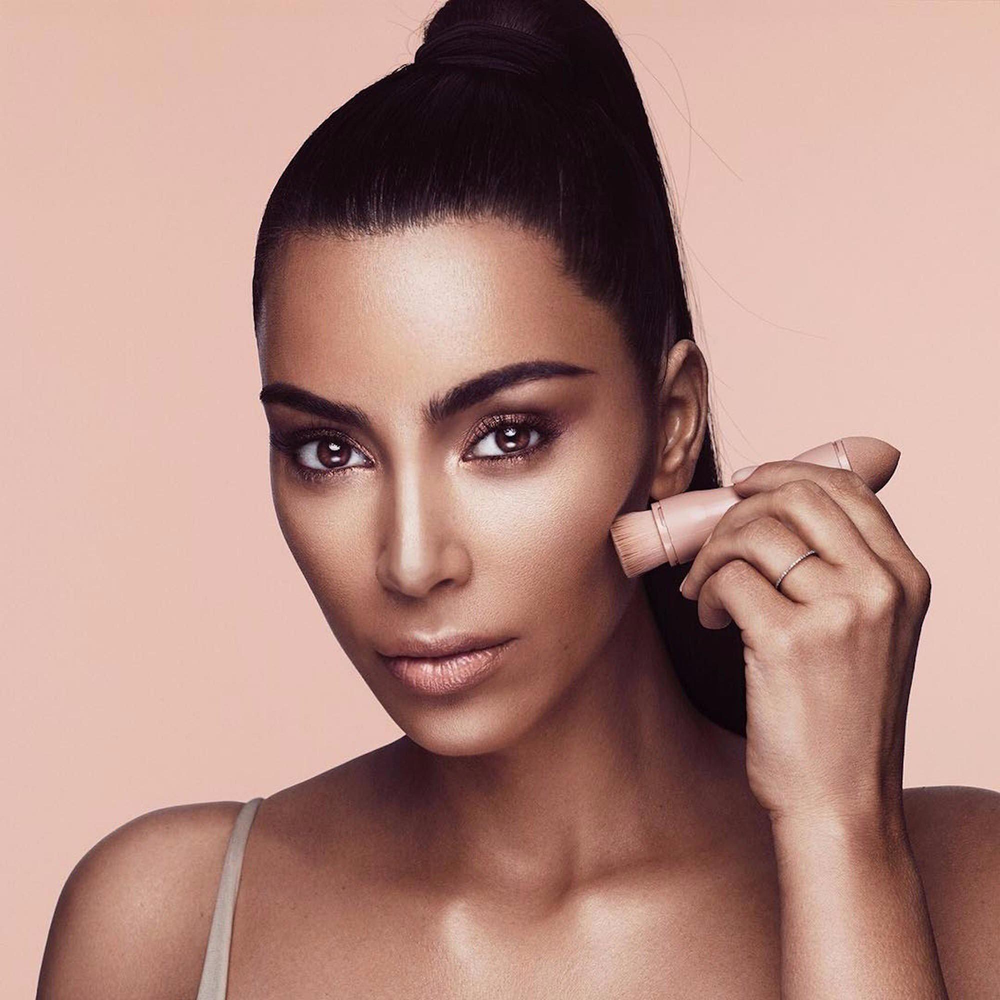 Dù sinh sau đẻ muộn, thương hiệu mỹ phẩm của Rihanna được dự đoán sẽ sớm vượt mặt thương hiệu của Kylie Jenner và Kim Kardashian - Ảnh 4.