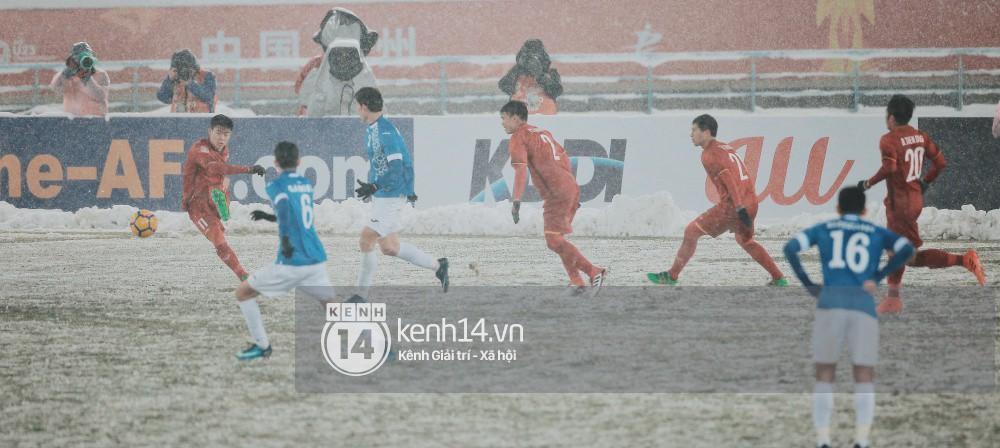 U23 Việt Nam đỏ chói giữa tuyết trắng Thường Châu: Bộ phim sử thi đẹp đến lặng người từ hai sắc màu bi tráng - Ảnh 9.