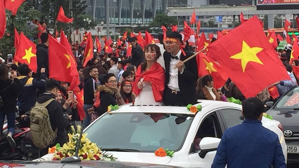 Đoàn xe dâu đặc biệt được cả triệu người chung vui trong ngày đón tuyển U23 trở về - Ảnh 1.