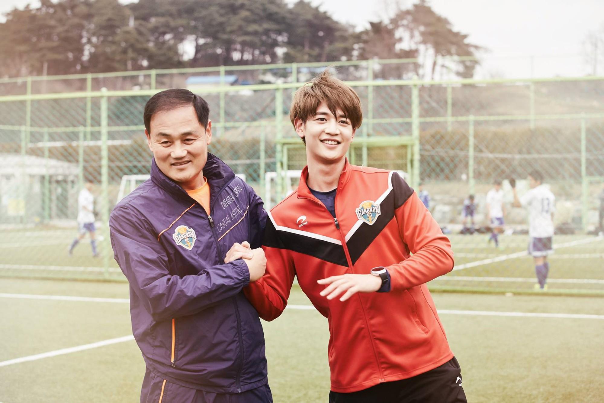 Thì ra U23 Việt Nam cùng có chung sư phụ Park Hang Seo với 2 nam thần tượng đình đám này - Ảnh 6.