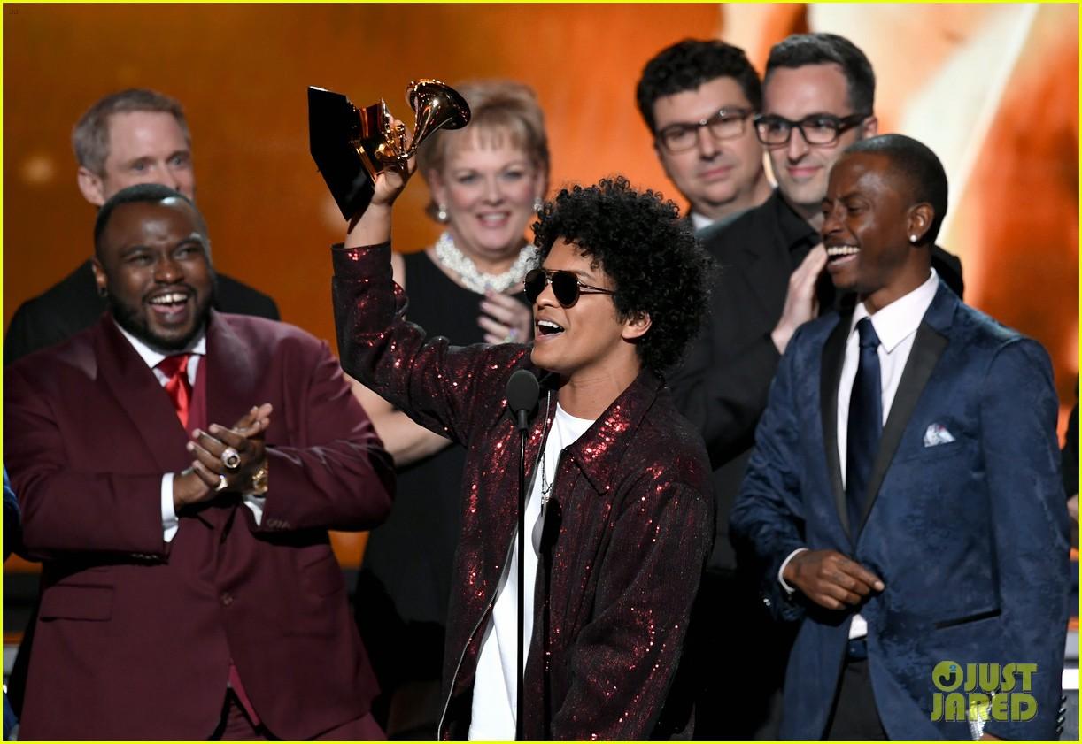 Grammy 2018: Album của năm cho Bruno Mars?, Kendrick Lamar đã bị cướp! - Ảnh 1.