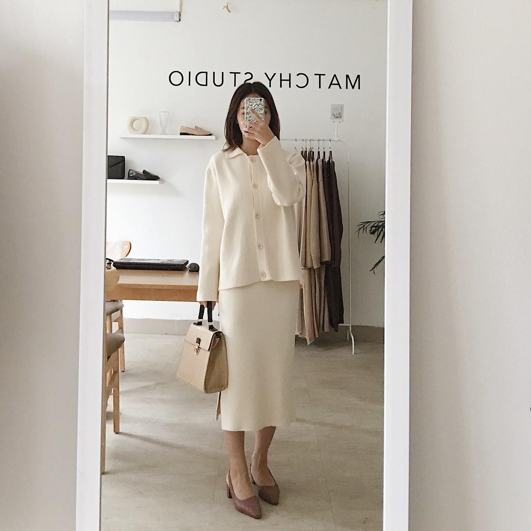 Set áo + váy len đồng màu, công thức hot rần rần sinh ra cho các cô nàng lười nhưng vẫn muốn mặc đẹp mùa đông này - Ảnh 2.