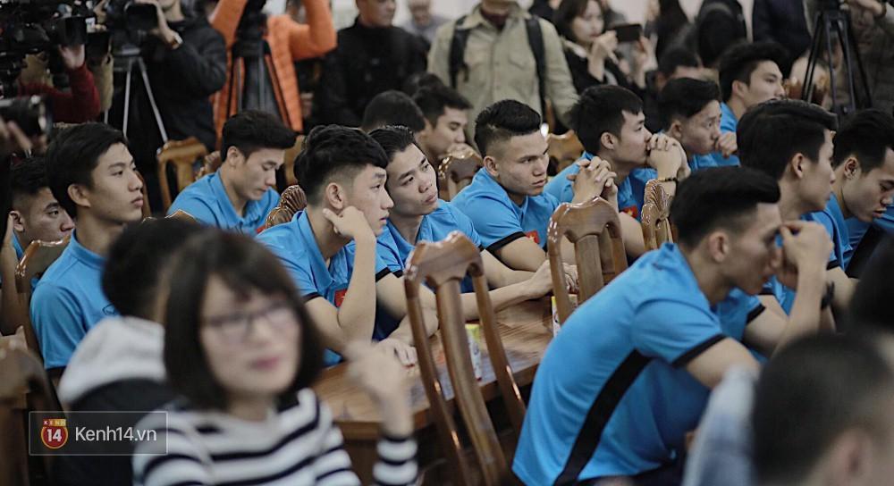 Cận cảnh dàn cầu thủ cực phẩm U23 Việt Nam trong họp báo mừng công - Ảnh 14.
