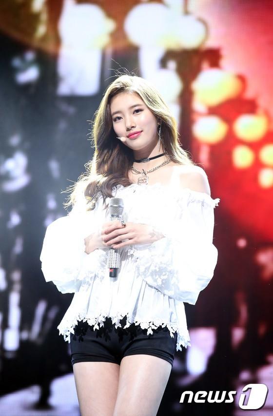 Dân tình náo loạn khi Suzy đẹp đến mức khó tin, ngả ngốn gợi tình trên sân khấu trở lại - Ảnh 17.