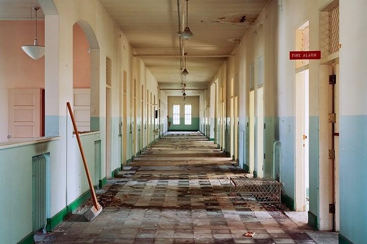 Ảnh: Bên trong các bệnh viện tâm thần bị bỏ hoang ở Mỹ - Ảnh 3.