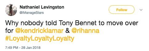 Khoảnh khắc khó xử tại Grammy 2018: Huyền thoại 91 tuổi trao giải xong... đứng chắn khiến Rihanna không thể bước lên - Ảnh 8.