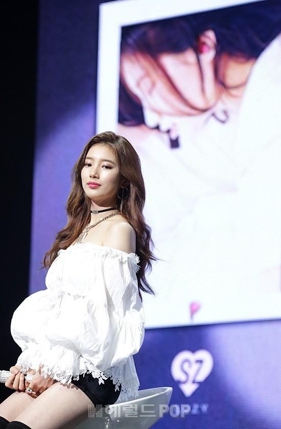 Dân tình náo loạn khi Suzy đẹp đến mức khó tin, ngả ngốn gợi tình trên sân khấu trở lại - Ảnh 15.