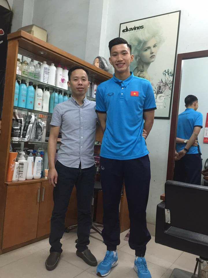 Vừa mới về nước, cả loạt cầu thủ U23 Việt Nam đã phải tranh thủ đi làm tóc để tút tát nhan sắc - Ảnh 7.