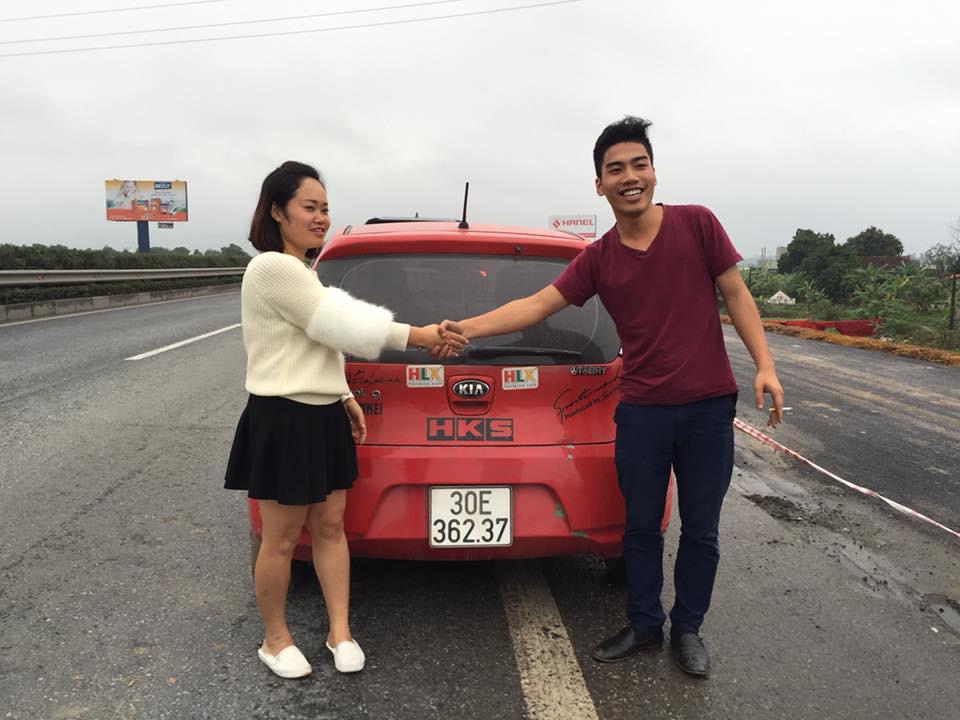Hành động tử tế: Những tài xế bỏ trận chung kết của U23 Việt Nam để giúp đỡ một người phụ nữ giữa đường - Ảnh 4.