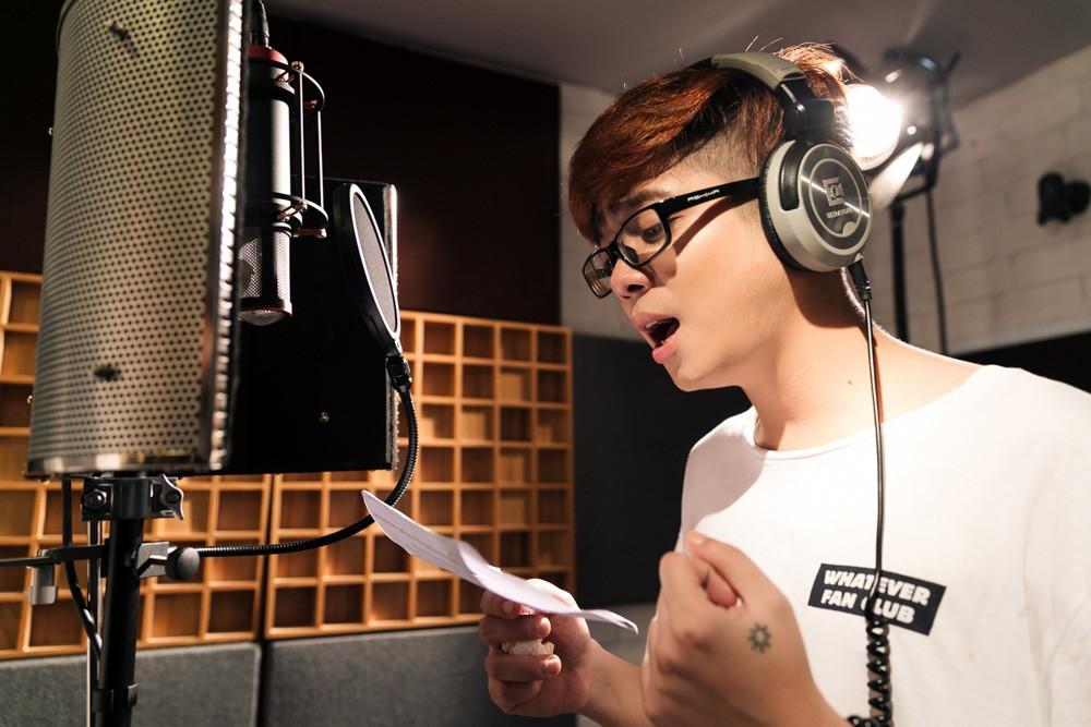 """Không thể không xem: 19 ca sĩ, nhóm nhạc đình đám Vpop hòa giọng đầy cảm xúc trong MV ca khúc chủ đề của album """"Bình tĩnh sống"""". - Ảnh 11."""