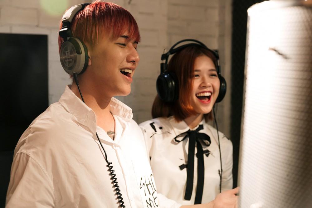 """Không thể không xem: 19 ca sĩ, nhóm nhạc đình đám Vpop hòa giọng đầy cảm xúc trong MV ca khúc chủ đề của album """"Bình tĩnh sống"""". - Ảnh 14."""