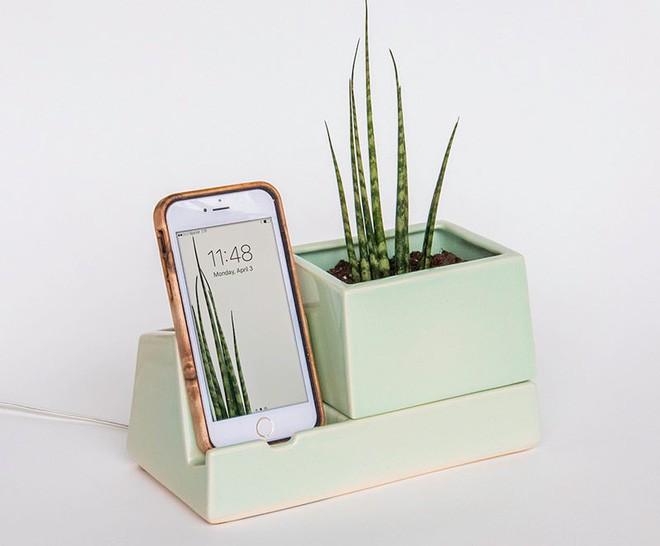 Bộ sưu tập phụ kiện độc đáo dành cho những người không thể rời tay khỏi điện thoại - Ảnh 2.