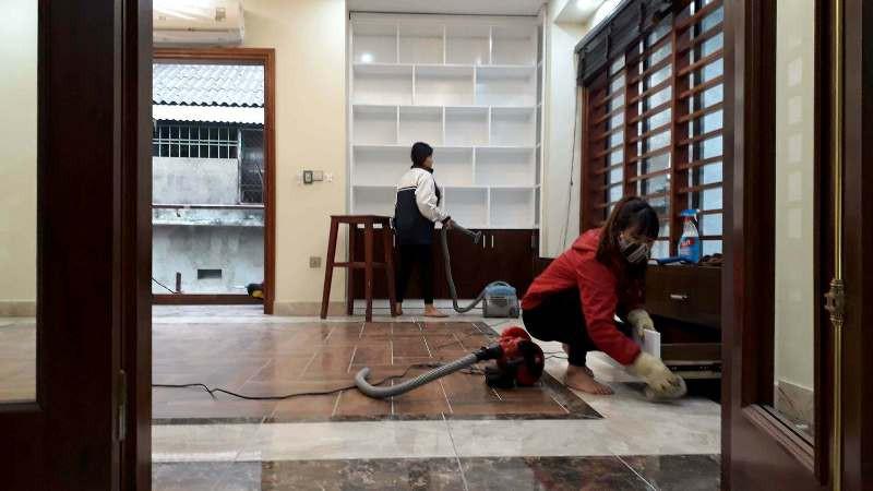 """Dịch vụ vệ sinh nhà cửa cuối năm: Nỗi lòng """"kẻ dọn… người la"""" - Ảnh 2."""