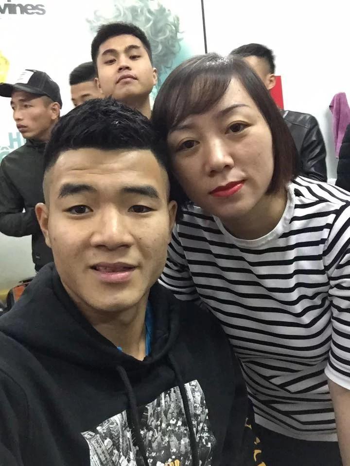 Vừa mới về nước, cả loạt cầu thủ U23 Việt Nam đã phải tranh thủ đi làm tóc để tút tát nhan sắc - Ảnh 8.