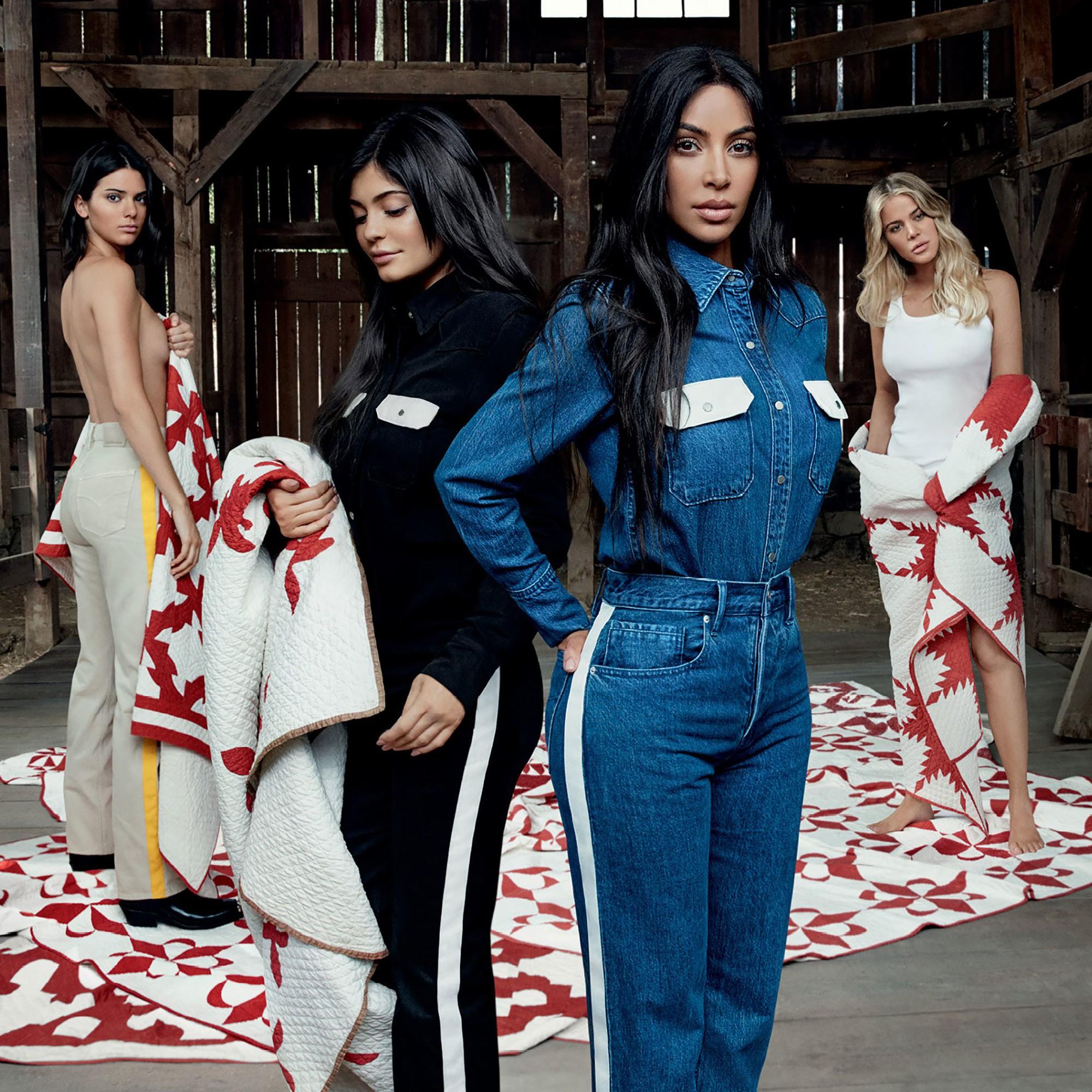 Màn đụng hàng thế kỷ: V lẫn Jimin (BTS) mặc y chang chị em nhà Kim và Kylie Jenner - Ảnh 5.