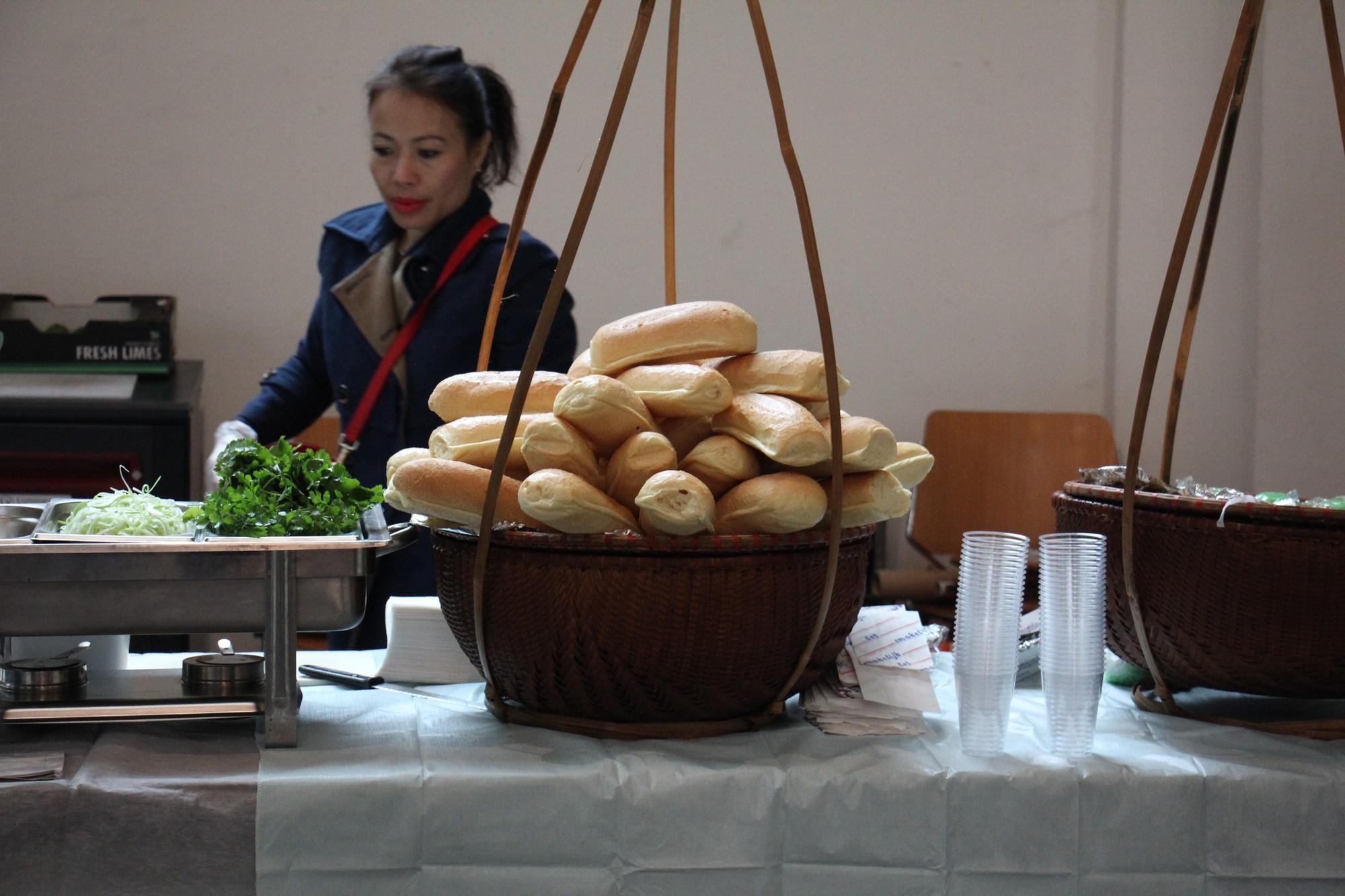Đừng nghĩ đi du học không được ăn đồ Việt, tại Hà Lan còn có cả cháo lòng - Ảnh 8.