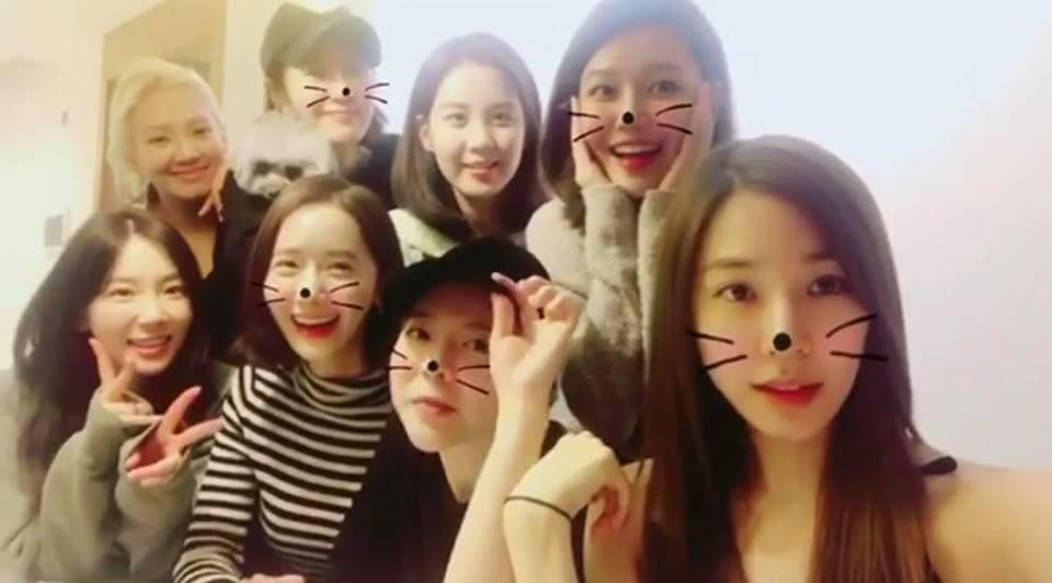 SNSD lần đầu xuất hiện đông đủ sau khi 3 thành viên rời SM, fan háo hức mơ về album mới - Ảnh 1.