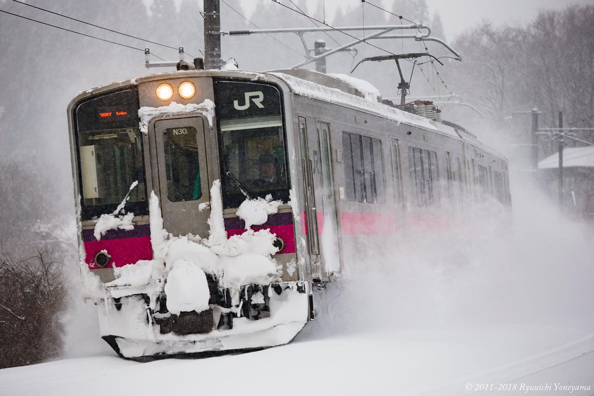 Người dân Nhật ngỡ ngàng chiêm ngưỡng những bông hoa anh đào băng tuyết trong thời tiết lạnh giá kéo dài - Ảnh 13.