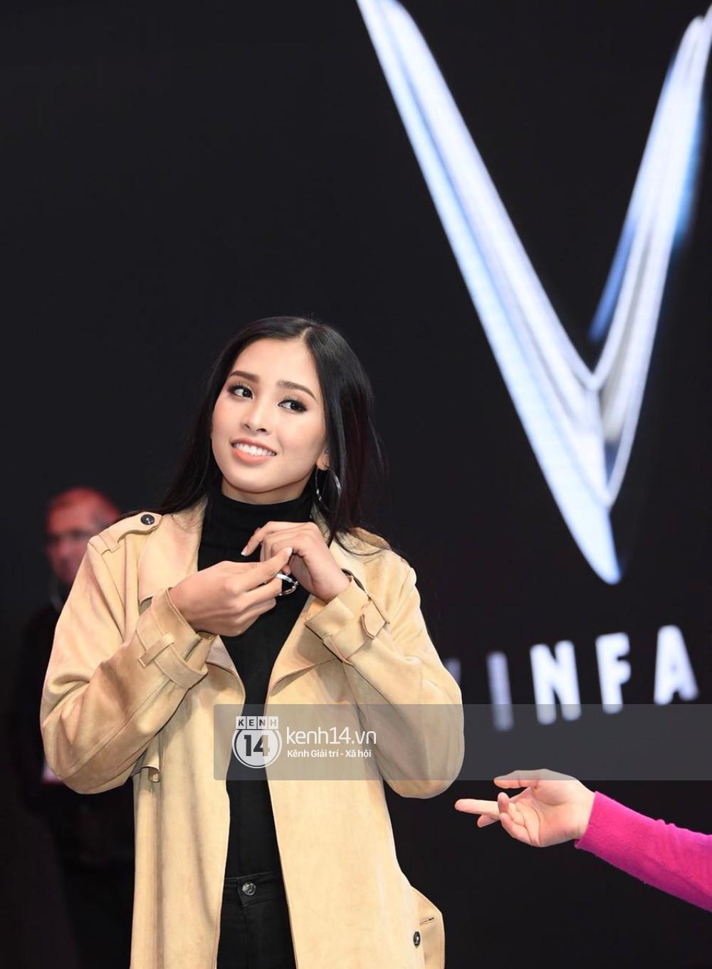 Hoa hậu Trần Tiểu Vy tất bật tập luyện cho sự kiện ra mắt xe VINFAST - Ảnh 8.