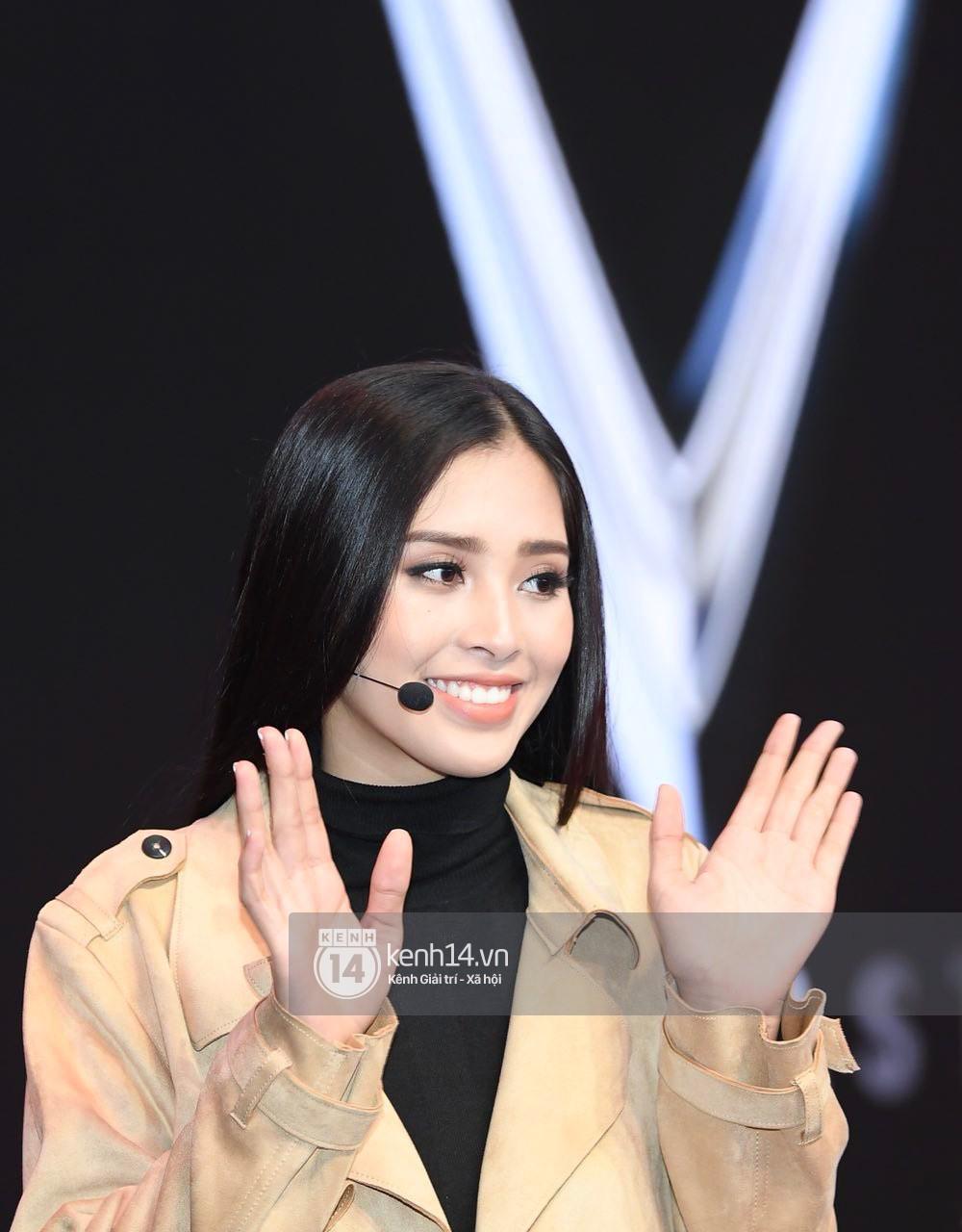 Hoa hậu Trần Tiểu Vy tất bật tập luyện cho sự kiện ra mắt xe VINFAST - Ảnh 9.