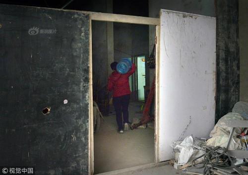 Mỗi ngày bê 70 thùng nước kiếm 20 triệu một tháng, người phụ nữ Trung Quốc mua nhà thành phố chỉ sau 3 năm - Ảnh 3.