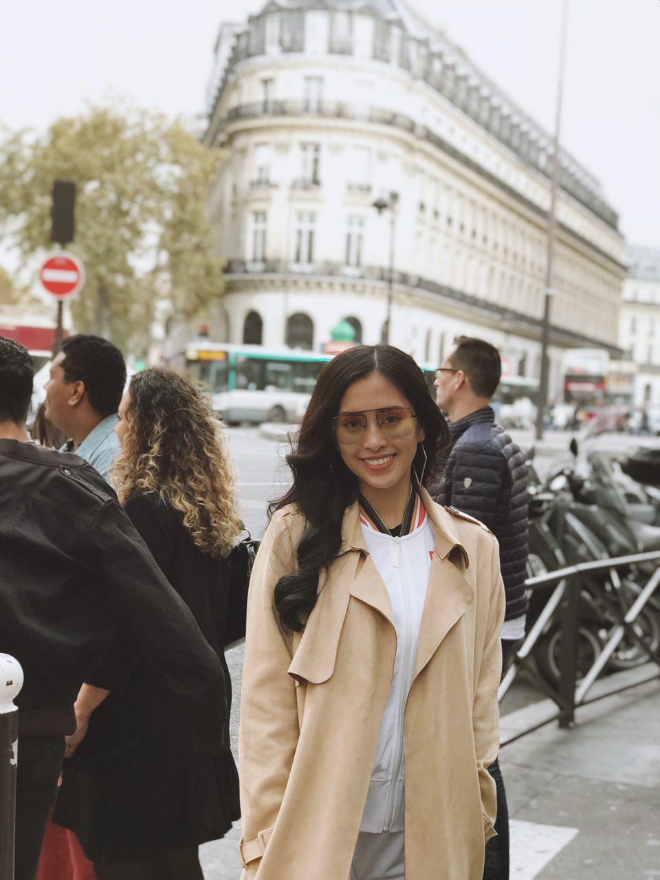 Trước thềm sự kiện ra mắt ô tô VINFAST, Hoa hậu Tiểu Vy diện đồ giản dị, hào hứng khám phá Paris - Ảnh 4.