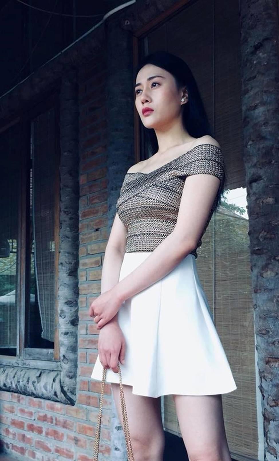 """Nhờ Quỳnh Búp Bê mà các shop online đắt hàng, thi nhau đăng bán mẫu áo """"hot hit"""" này - Ảnh 1."""