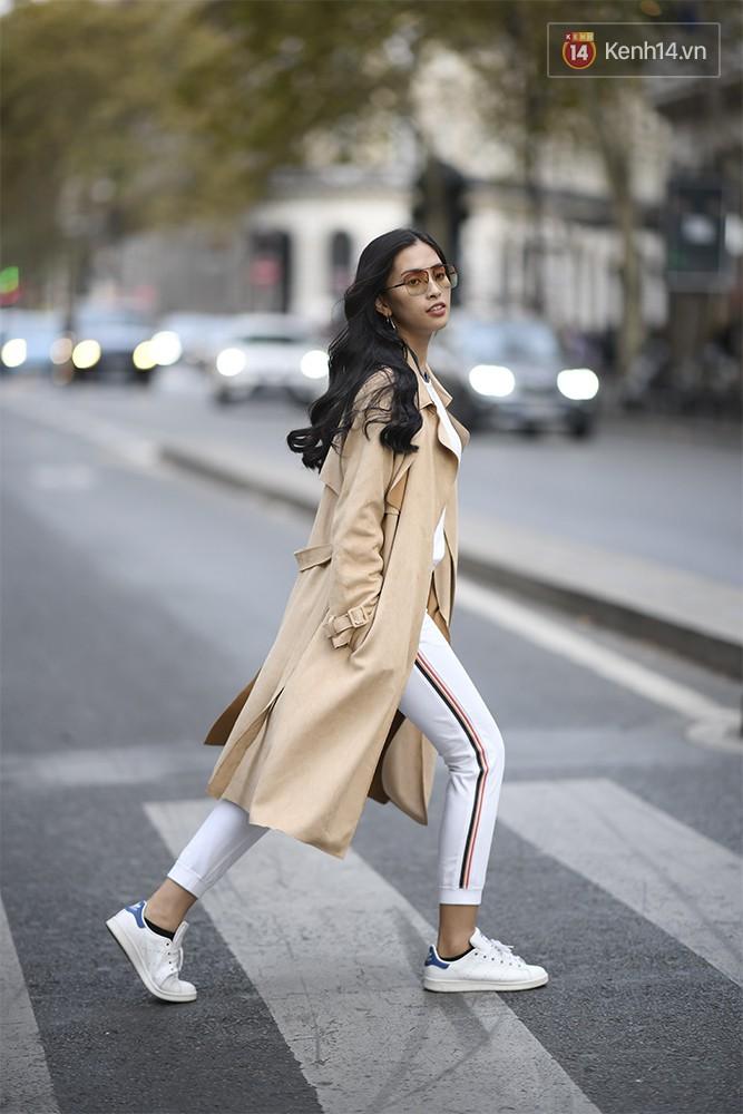 Hoa hậu Tiểu Vy mặt mộc dạo phố Paris, khoe vẻ đẹp đầy sức sống của tuổi 18 - Ảnh 4.