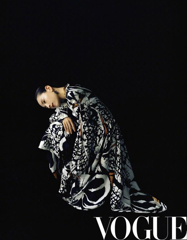 Hai nàng Phú Sát Hoàng Hậu đụng độ nhan sắc trên bìa tạp chí: Tần Lam - Đổng Khiết ai hơn ai? - Ảnh 2.