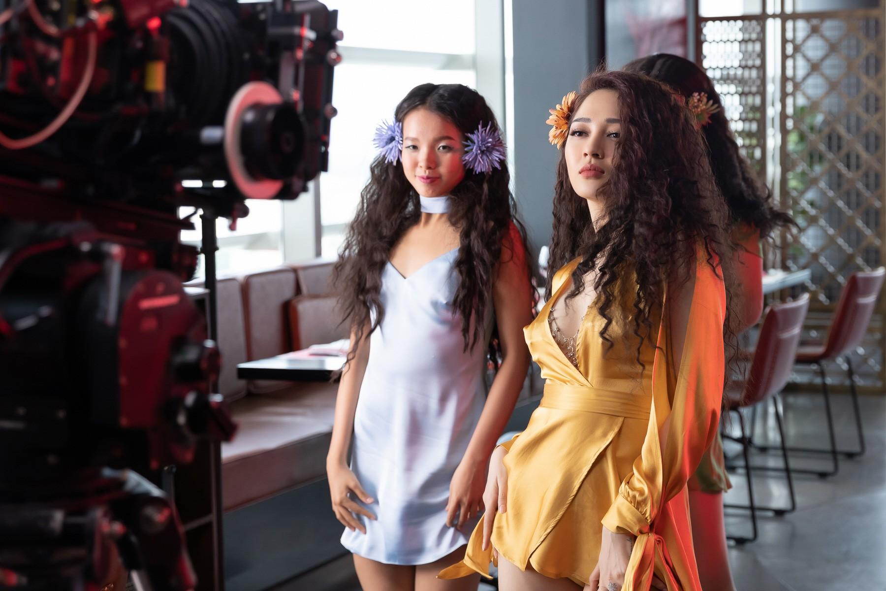 Bảo Anh hoá điên dại vì yêu Kiều Minh Tuấn trong MV mới
