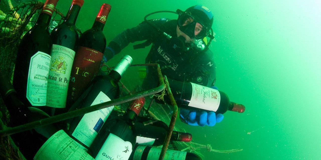 Ghé thăm thị trấn kỳ lạ nhất nước Pháp: Rượu vang chất đầy dưới đáy biển - Ảnh 2.