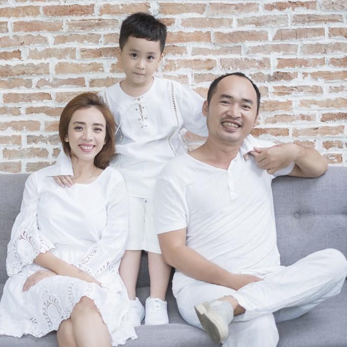 Trót quên ngày sinh nhật chồng, Thu Trang chống chế bằng lời chúc mừng cực dí dỏm để nịnh Tiến Luật - Ảnh 2.