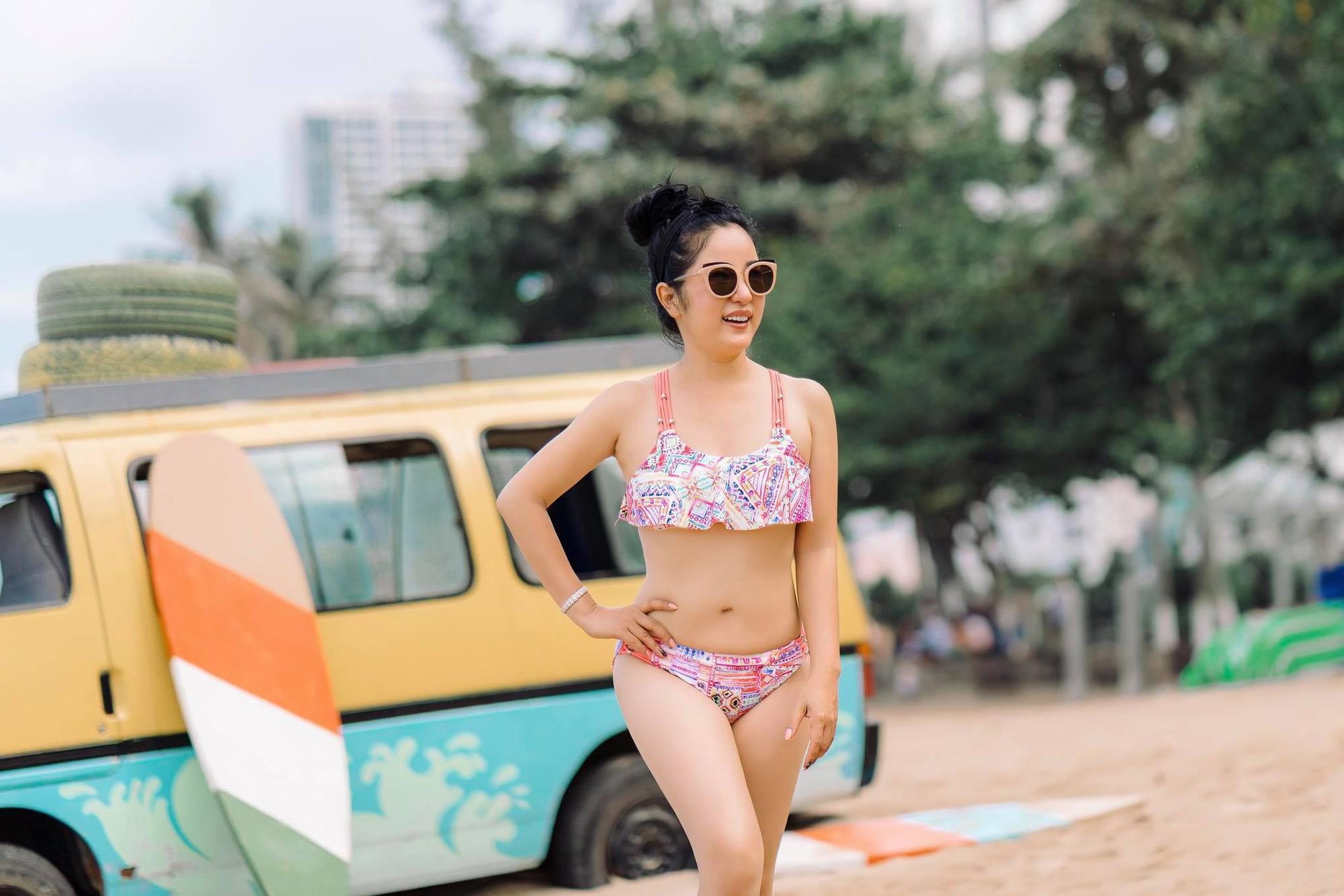 Danh hài Thúy Nga tự tin diện bikini hai mảnh, khoe vóc dáng gợi cảm ở tuổi 42 - Ảnh 2.