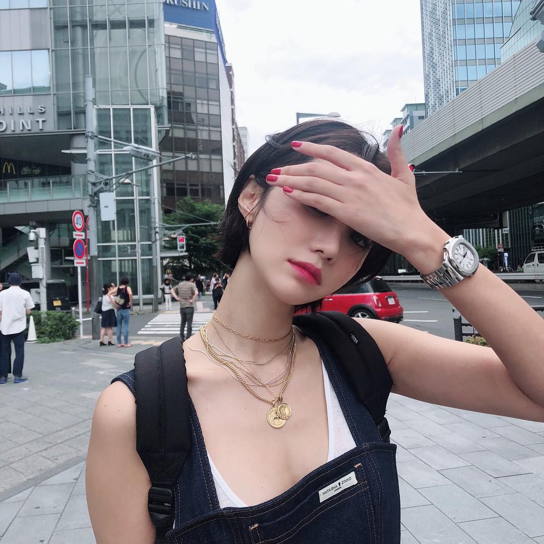 Nổi tiếng cổ dài gợi cảm nhưng vì chiếc áo này mà ưu điểm của Go Joon Hee lại trở nên đáng sợ - Ảnh 2.