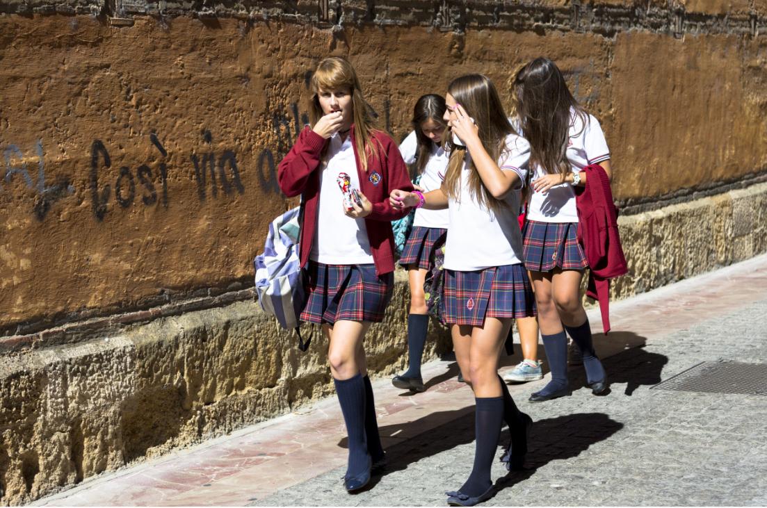 Khám phá đồng phục của học sinh, sinh viên thế giới: Nơi gây choáng vì đắt đỏ, nơi ấn tượng mạnh về độ độc đáo - Ảnh 18.