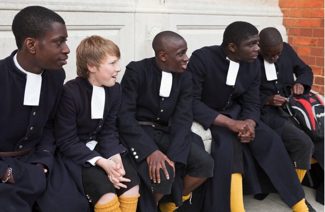 Khám phá đồng phục của học sinh, sinh viên thế giới: Nơi gây choáng vì đắt đỏ, nơi ấn tượng mạnh về độ độc đáo - Ảnh 19.