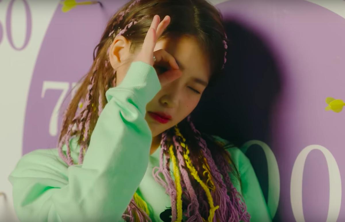 IU thay đổi 10 hình tượng trong MV kỉ niệm 10 năm ca hát, tiêu diệt mọi BXH khi vừa ra mắt - Ảnh 10.