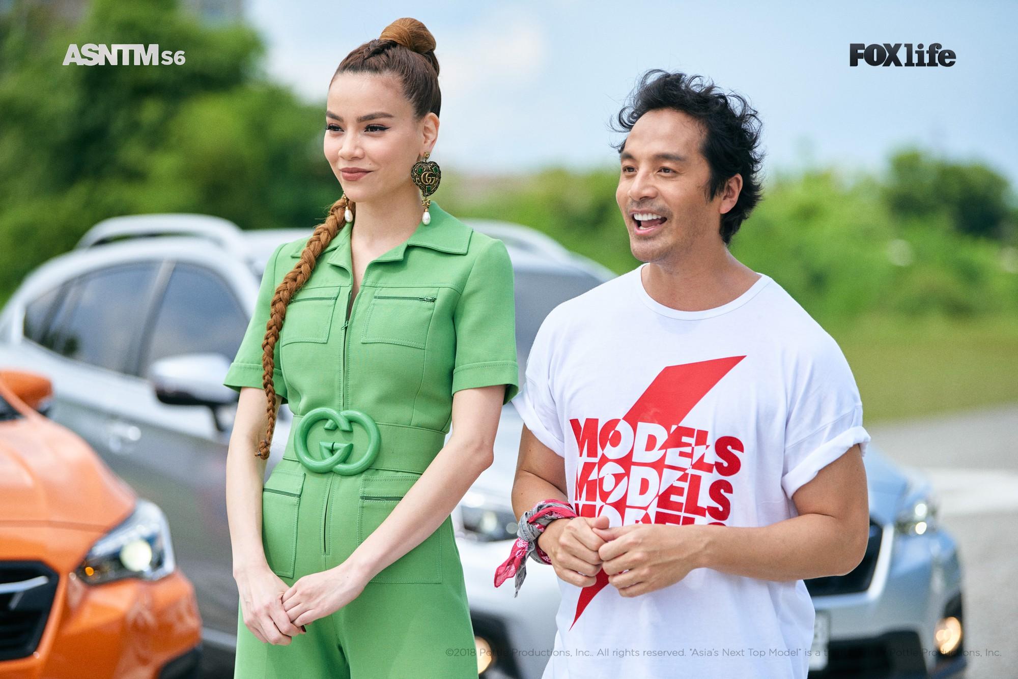 Clip: Không chỉ xuất hiện cho vui, Hồ Ngọc Hà vừa làm giám khảo, vừa lăn xả thị phạm tại Asias Next Top Model! - Ảnh 2.