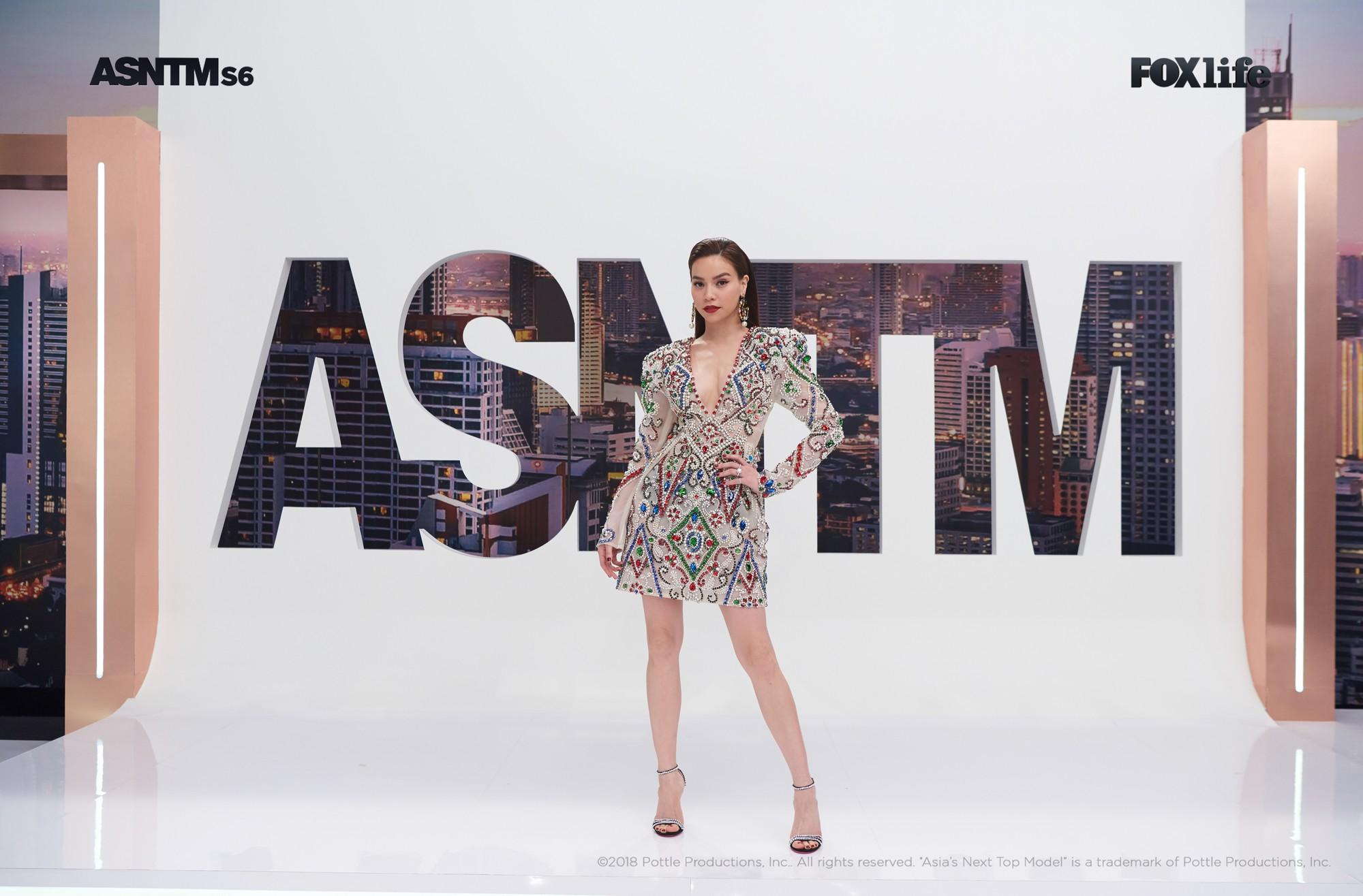 Clip: Không chỉ xuất hiện cho vui, Hồ Ngọc Hà vừa làm giám khảo, vừa lăn xả thị phạm tại Asias Next Top Model! - Ảnh 12.