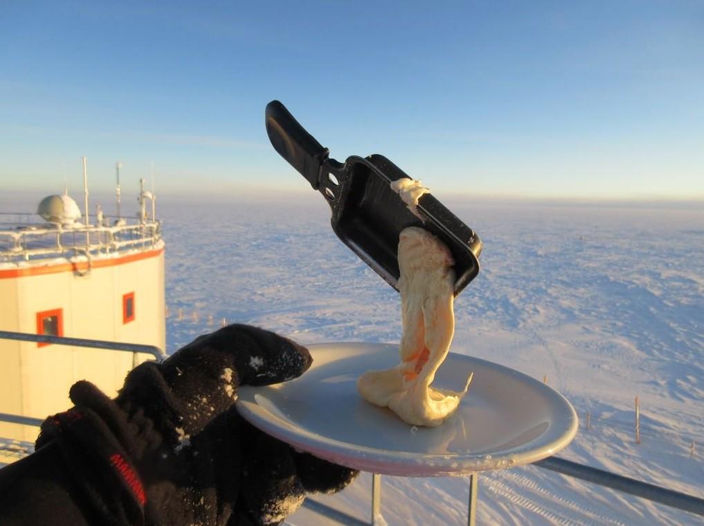 Điều gì sẽ xảy ra khi bạn nấu ăn ở Nam Cực với nhiệt độ ngoài trời là -70 độ C? - Ảnh 5.