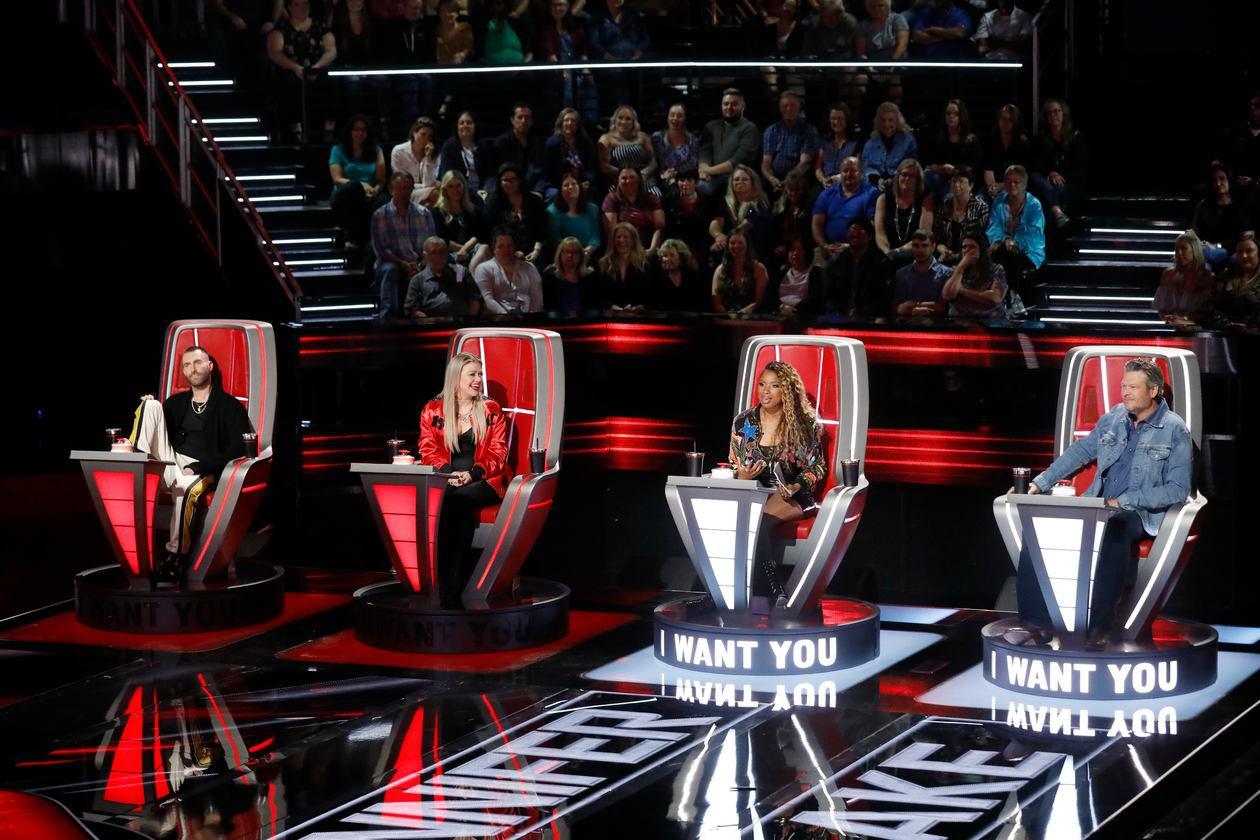 The Voice US: Adam Levine mang cả cô vợ siêu mẫu ra để chiêu dụ thí sinh - Ảnh 1.