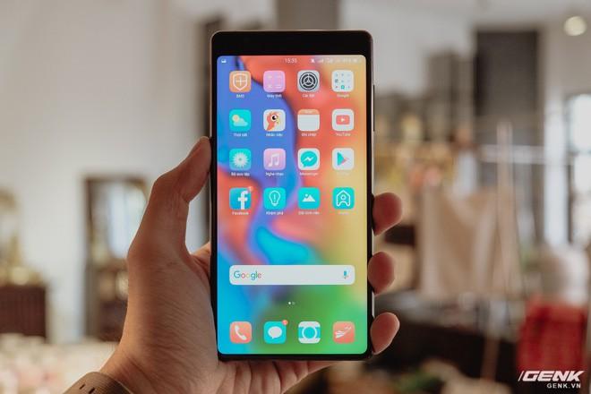 Ra mắt Bphone 3 màn hình tràn đáy: Bphone 3 mỏng ngang cả iPhone X - ảnh 2