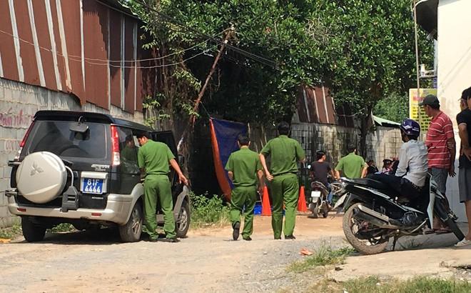 Đi đổ rác trước nhà, người phụ nữ phát hiện hàng xóm treo cổ trên cây mít - Ảnh 1.