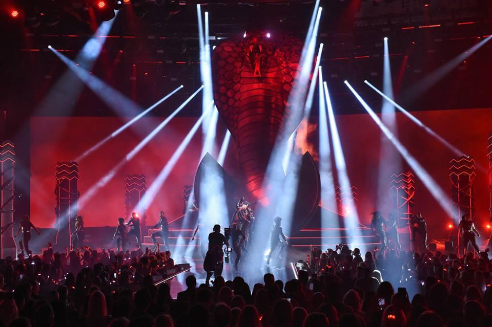 Taylor Swift tại lễ trao giải AMA 2018 đem đến màn trình diễn đỉnh cao - Ảnh 2.