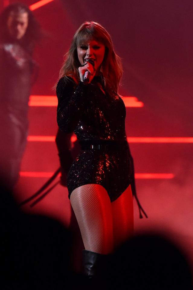 Taylor Swift tại lễ trao giải AMA 2018 đem đến màn trình diễn đỉnh cao - Ảnh 4.
