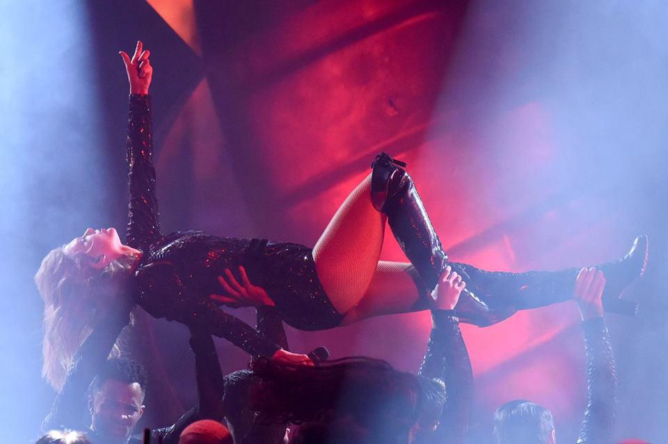 Taylor Swift tại lễ trao giải AMA 2018 đem đến màn trình diễn đỉnh cao - Ảnh 5.