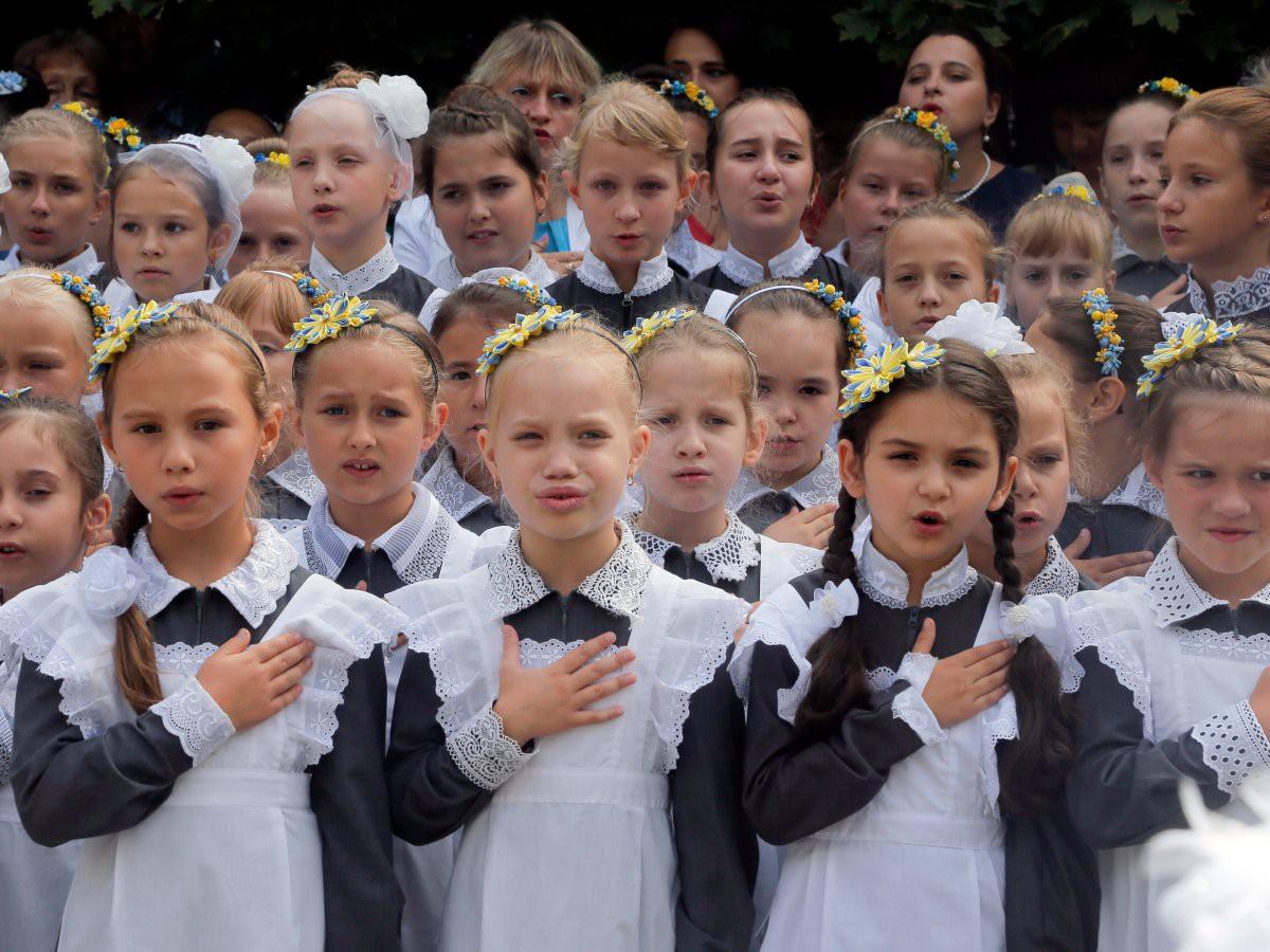 Khám phá đồng phục của học sinh, sinh viên thế giới: Nơi gây choáng vì đắt đỏ, nơi ấn tượng mạnh về độ độc đáo - Ảnh 6.