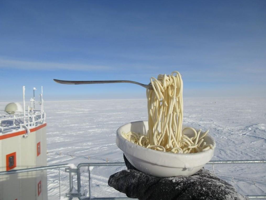Điều gì sẽ xảy ra khi bạn nấu ăn ở Nam Cực với nhiệt độ ngoài trời là -70 độ C? - Ảnh 6.
