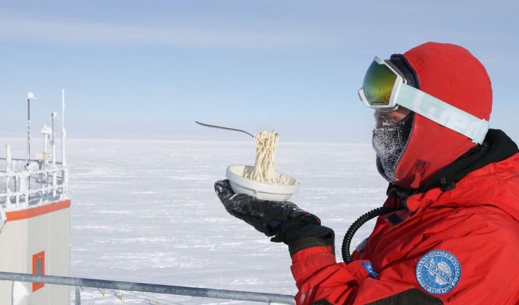 Điều gì sẽ xảy ra khi bạn nấu ăn ở Nam Cực với nhiệt độ ngoài trời là -70 độ C? - Ảnh 7.